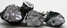 Removing metal pollutants