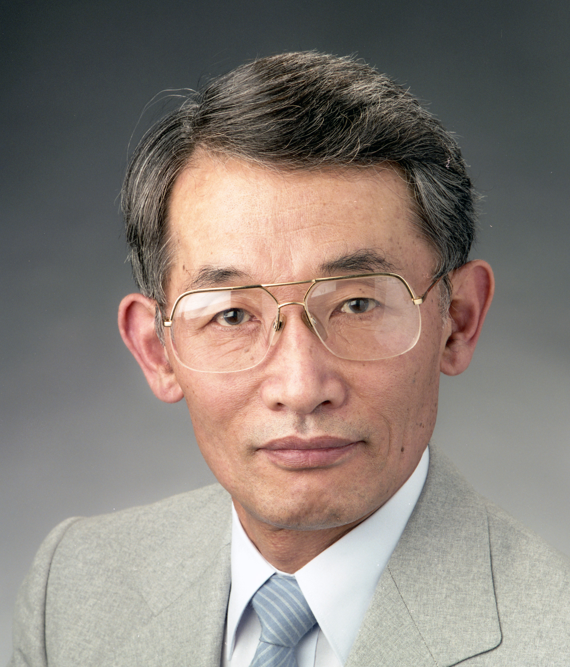 Yanglai Cho, a Founder of the APS, Dies at 82